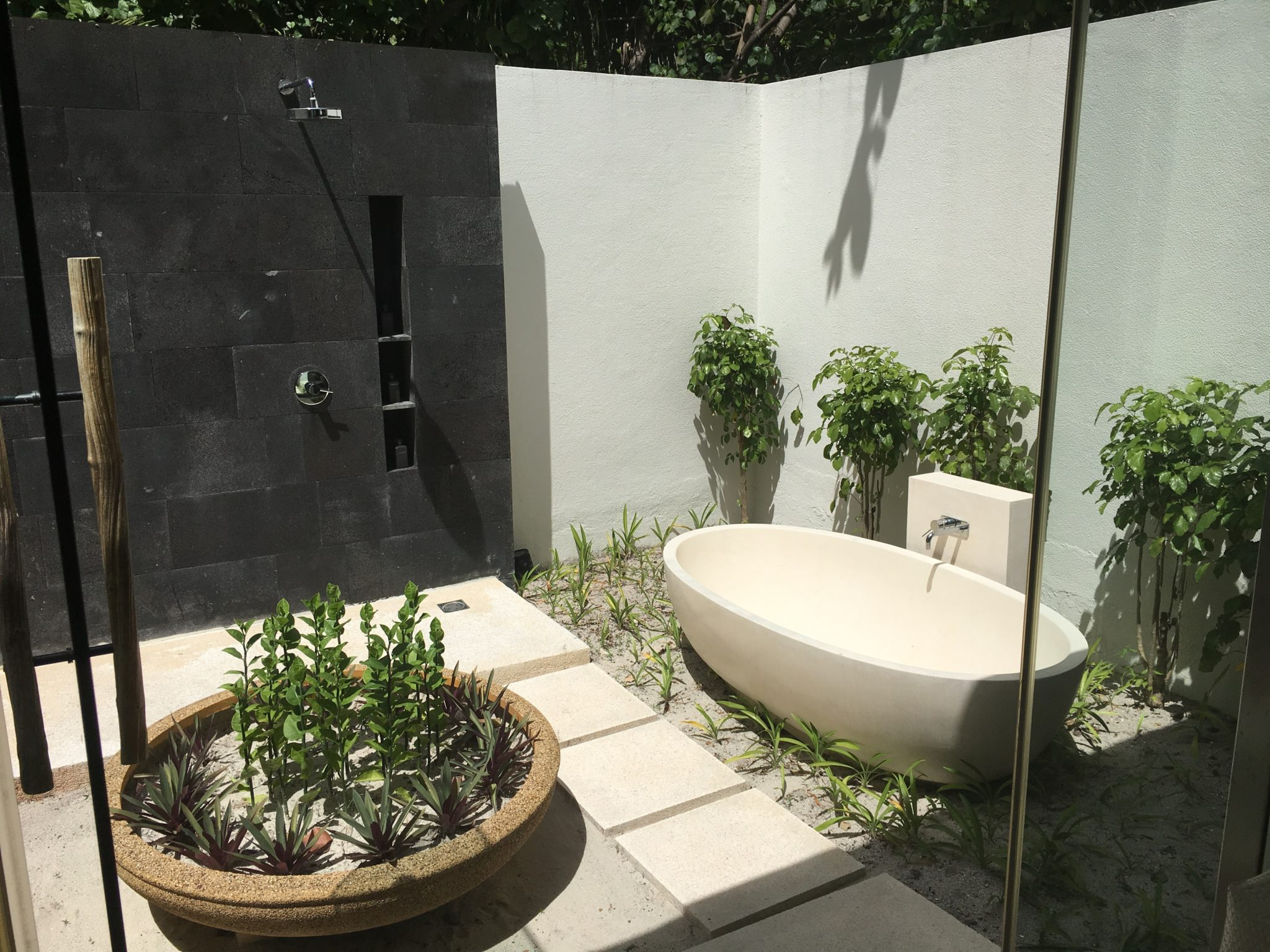 Park Pool Villa outdoor tub & shower