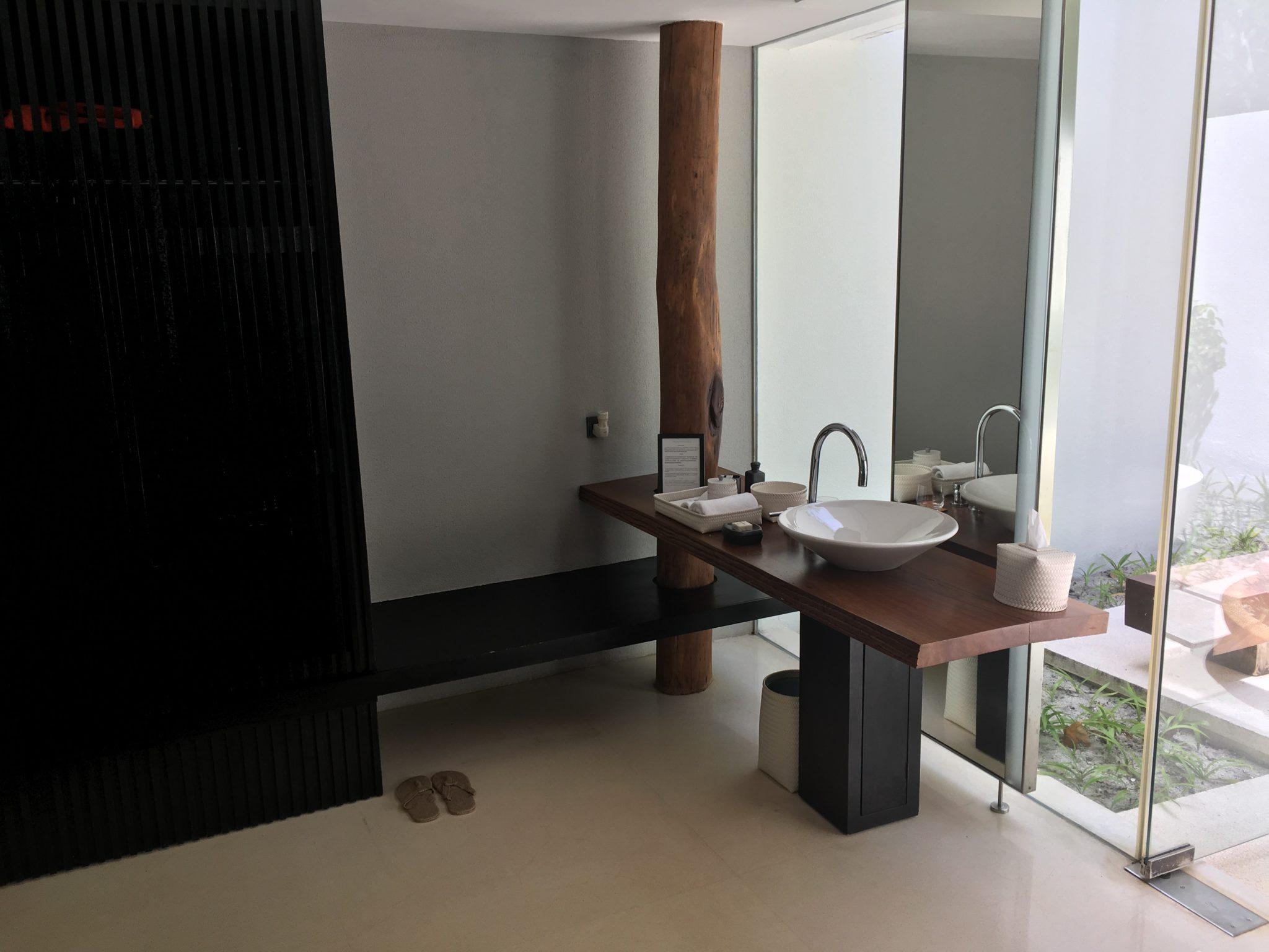 Park Pool Villa 'his' bathroom area