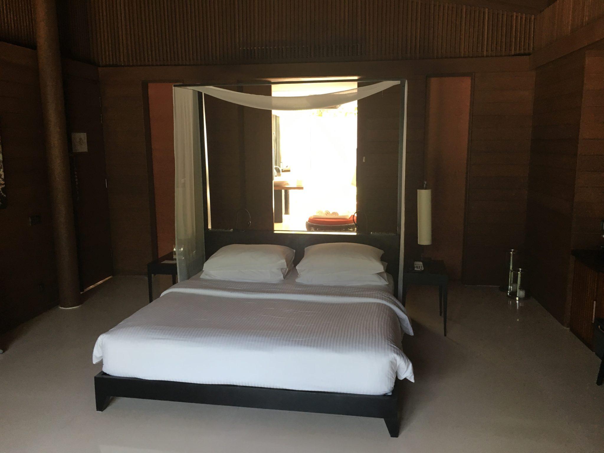 Park Pool Villa bed